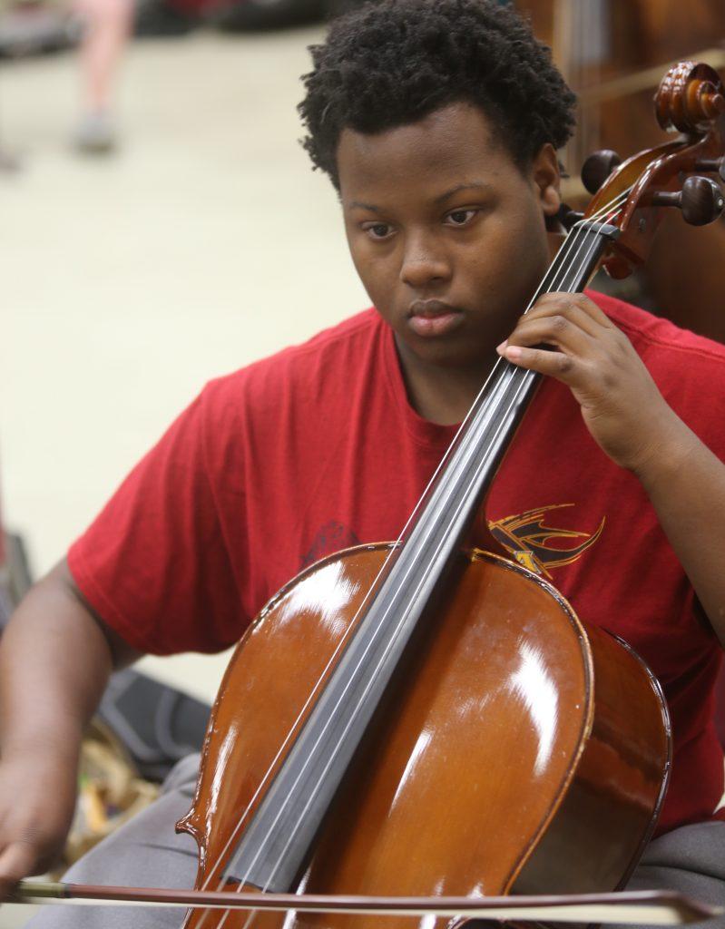 Cellist att Rehearsal